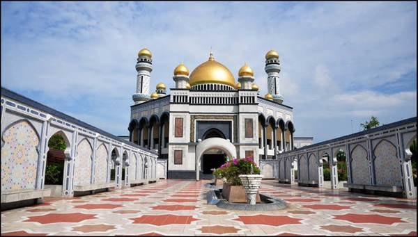 Sotaydulich_Thanh_duong_o_Brunei_03