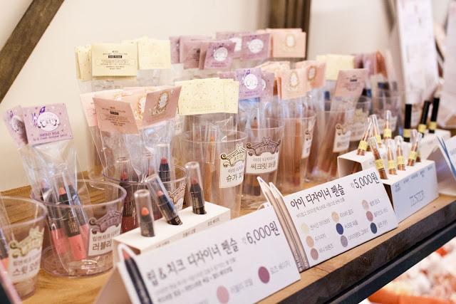 Quán cafe mỹ phẩm độc đáo ở Hàn Quốc
