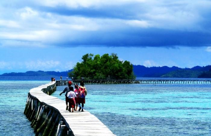 Đường vào một ngôi làng ở quần đảo Togean