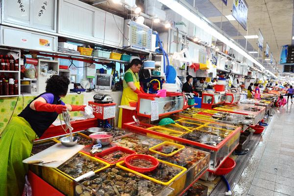 chợ cá Jagalchi lớn nhất Hàn Quốc