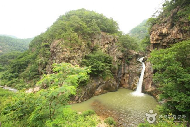 Thác nước Sambuyeon