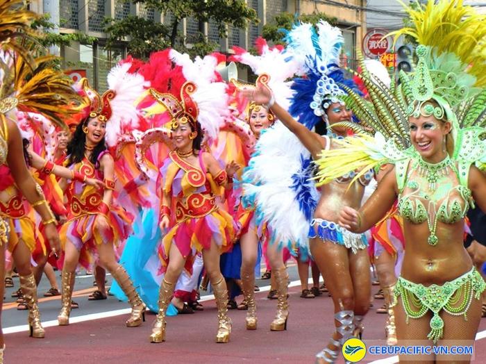 le hoi Asakusa Samba Carnival