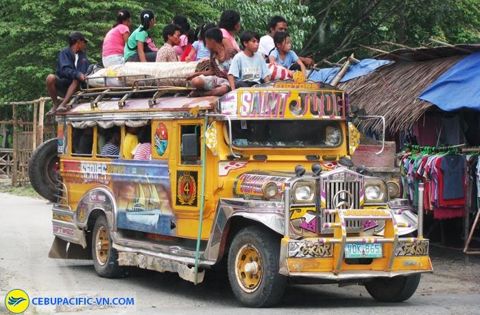 Dạo quanh thành phố trên xe Jeepney