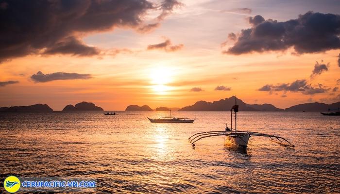 Ngắm hoàng hôn ở Corong Corong beach