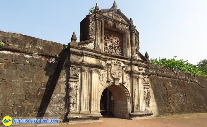 Ghé qua pháo đài Santiago