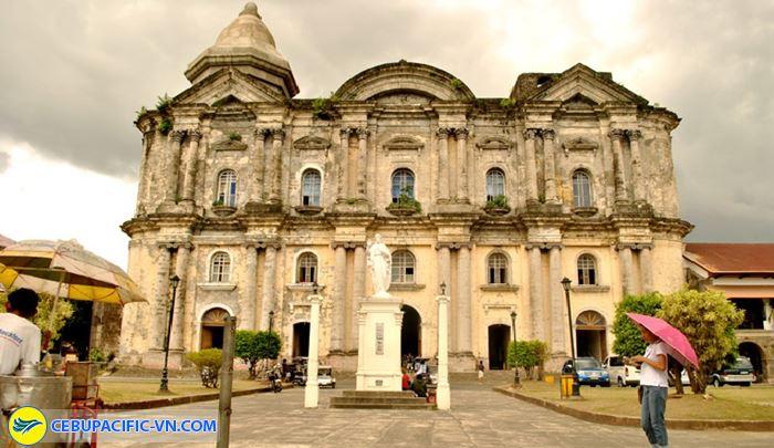 nhà thờBasilica of St. Martins