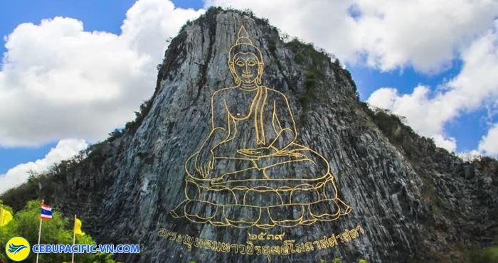 Núi Phật Cheechan là địa điểm du lịch tâm linh nổi tiếng của Thái Lan