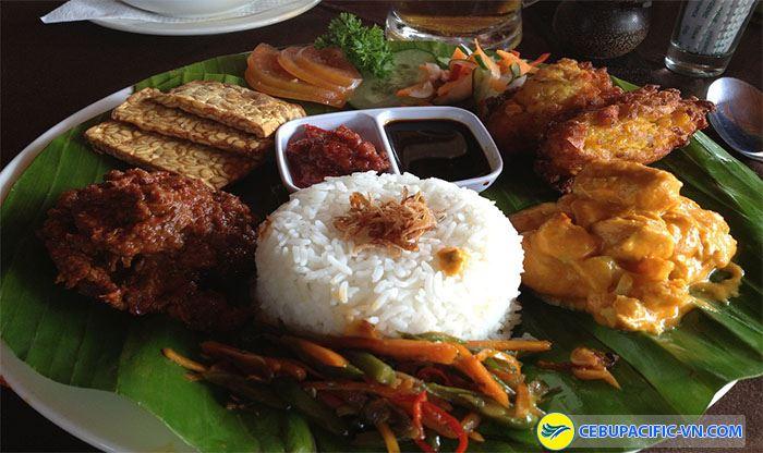 Món cơm trộn nasi campur Bali