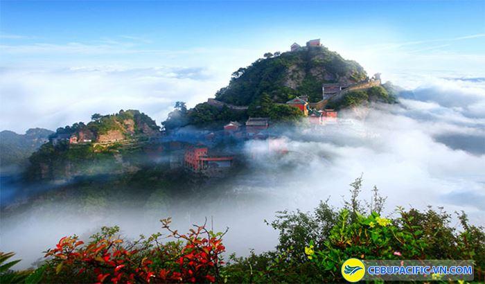 Núi Võ Đang say đắm lòng người với khung cảnh tuyệt đẹp