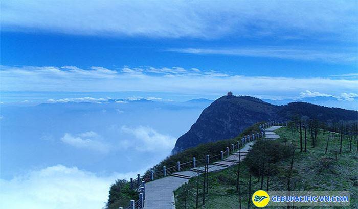 Núi Nga Mi trong phim Ý thiên đồ long kí