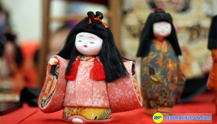 Không nên lấy búp bê trong đền thờ tại Nhật Bản