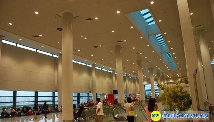 Sân bay quốc tế Ninoy Aquino Manila nằm giữa thành phố Pasay và Paranque