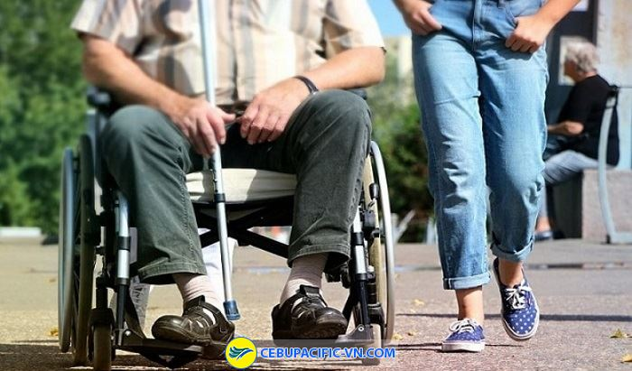 Cebu Pacific hỗ trợ xe lăn cho người khuyết tật