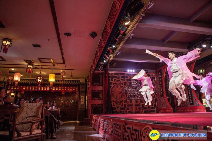 Quán trà Zhangyiyuan Tianqiao có chương trình biểu diễn kịch