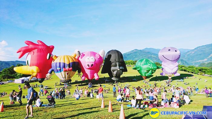 Lễ hội khinh khí cầu với nhiều hình thù đa dạng