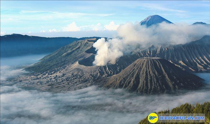 Ngắm bình minh trên núi lửa ljen