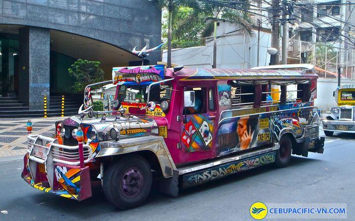 Xe jeepney được trang trí sặc sỡ