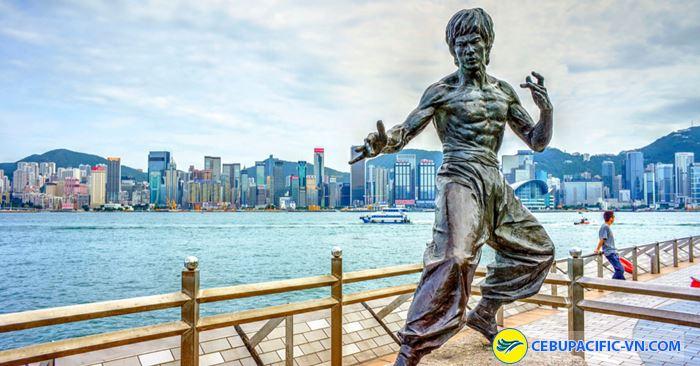 Bức tượng mô tả diễn viên kỳ cựu Lý Tiểu Long