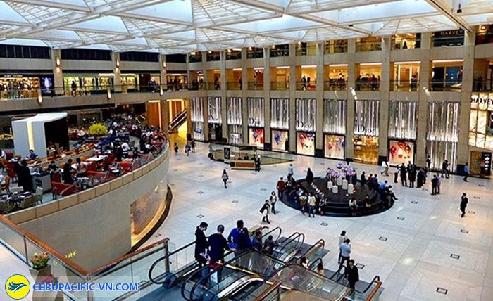 Bên trong trung tâm thương mại The Landmark